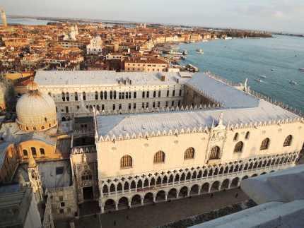 Pogled sa tornja svetog Marka na Duzdevu palatu i baziliku svetog Marka